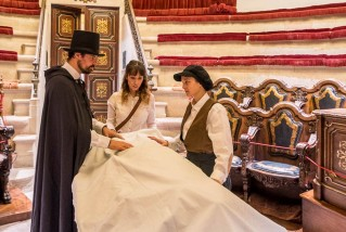 Tornen els enigmes i la gastronomia a la Reial Acadèmia de Medicina de Catalunya